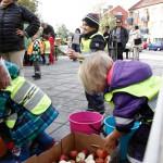 Barn på Sevedsplan under Äpplets dag